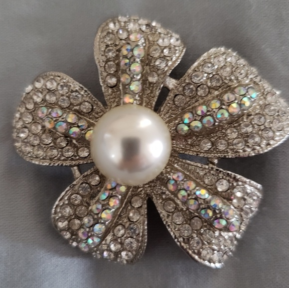 Premier Designs Jewelry - Brooch